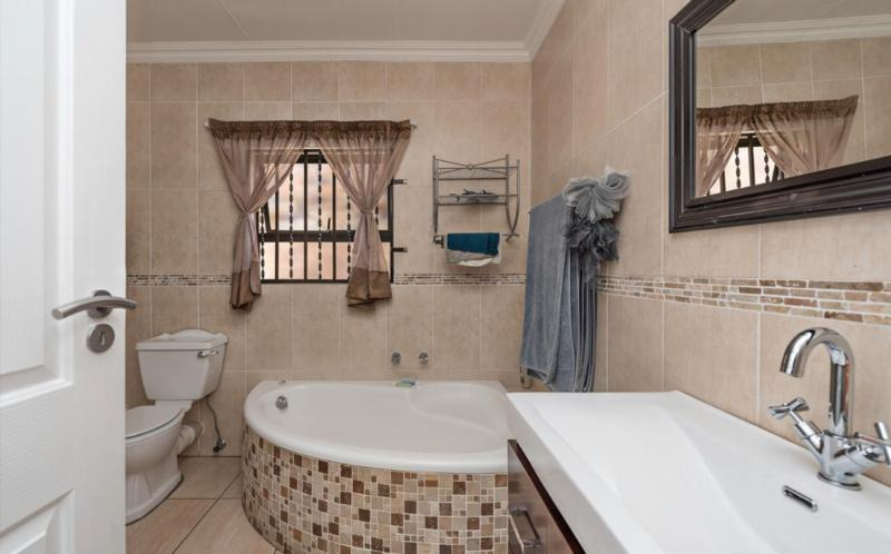 Property For Sale in Dowerglen Ext 3, Edenvale 8