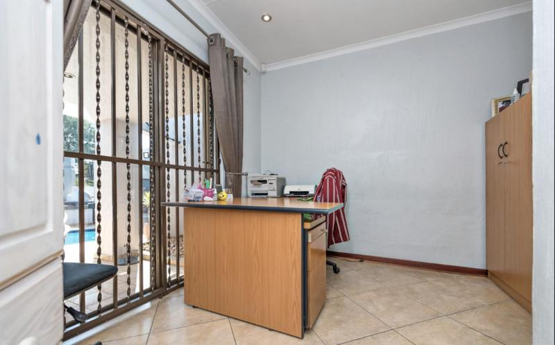 Property For Sale in Dowerglen Ext 3, Edenvale 14