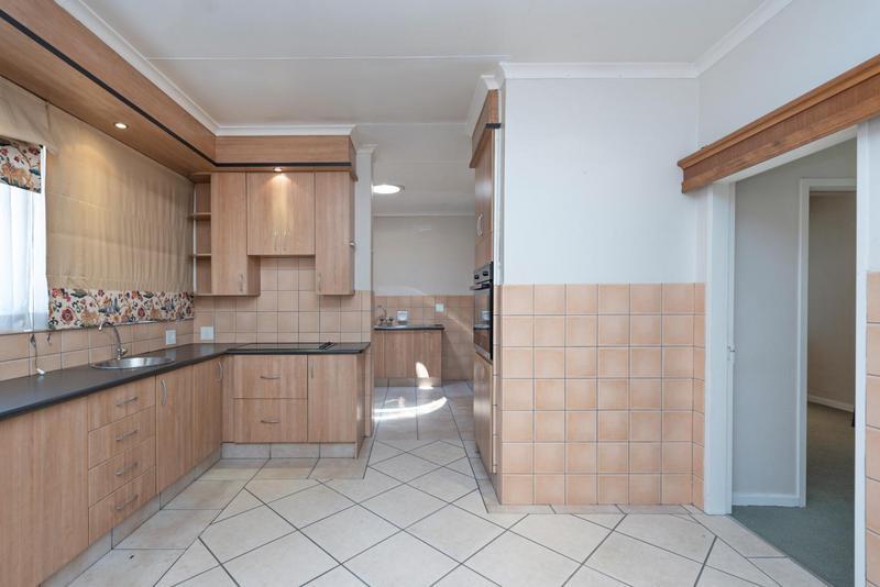 Property For Rent in Bedford Gardens, Bedfordview 7
