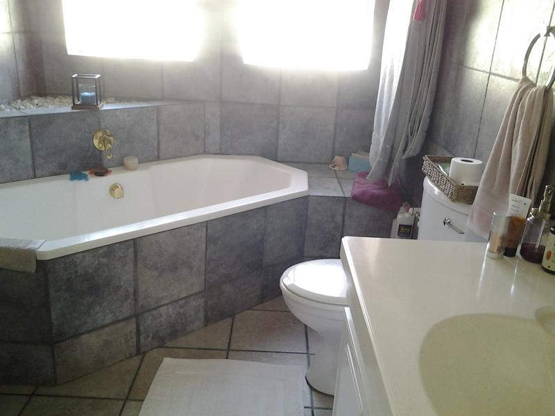 Property For Sale in Morninghill, Bedfordview 10